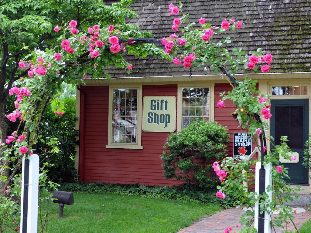 storrowton gift shop